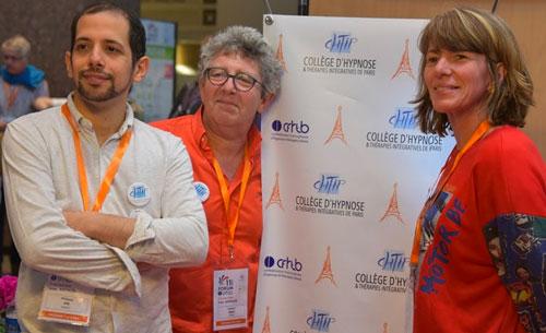 Dr Philippe AÏM, Laurent GROSS et Emmanuelle DECOSTER au Congrès d'Hypnose de Montpellier 2019 sur le stand du CHTIP